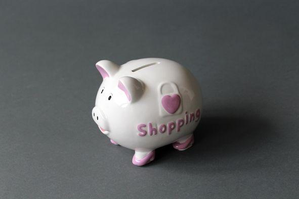 "Sparschwein ""Shopping"" Keramik 14,5x12x12cm, weiß/lila mit Plastikschloss"