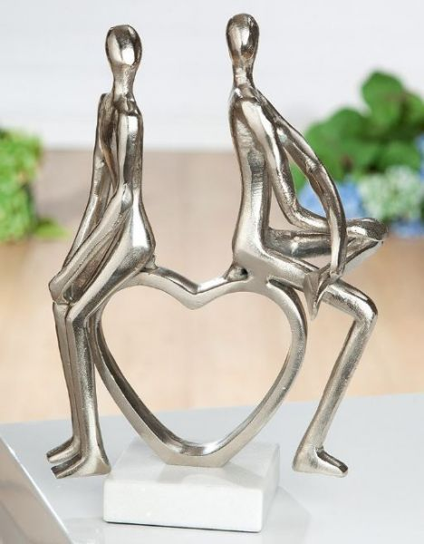 Skulptur Pärchen sitzend auf Herz auf Marmor Base