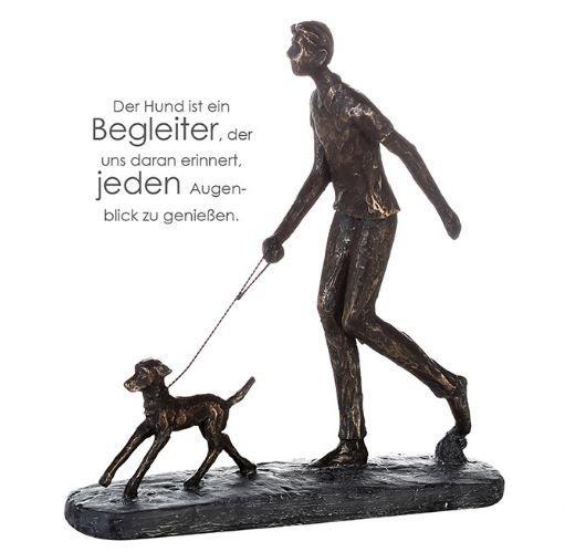"""Casablanca Skulptur """"Auslauf"""" Poly Bronzefarben Mann mit Hund Graue Basis mit Spruchanhänger"""