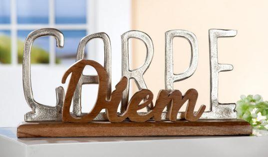 """Gilde Schriftzug """"Carpe Diem"""" Alu auf Mangoholz-Base Höhe 20 cm Breite 43 cm"""