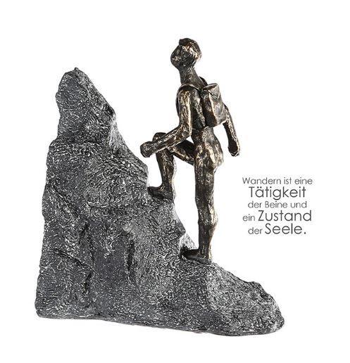 """Casablanca Skulptur """"Wanderer"""" Poly bronzefarben Mann mit Rucksack auf Grau Basis in Felsenform mit"""